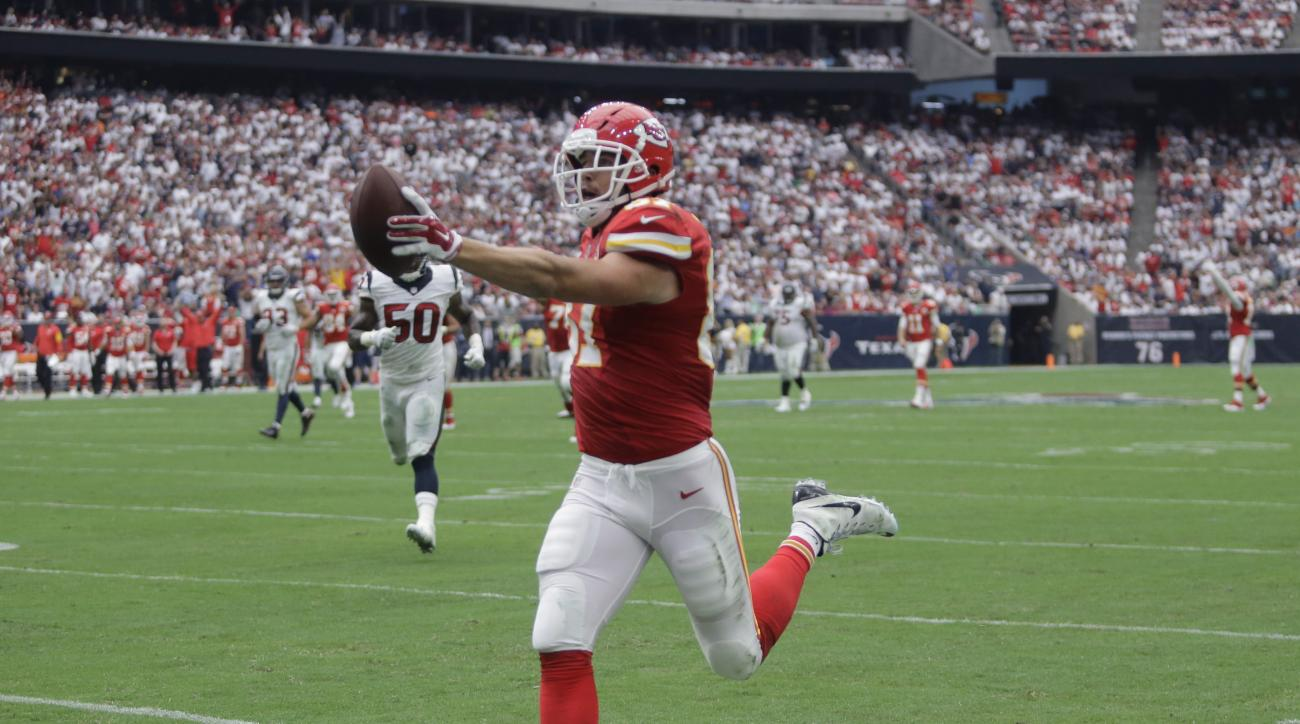 Kansas City Chiefs' Travis Kelce (87) scores a touchdown against the Houston Texans during the first half of an NFL football game Sunday, Sept. 13, 2015, in Houston. (AP Photo/Patric Schneider)