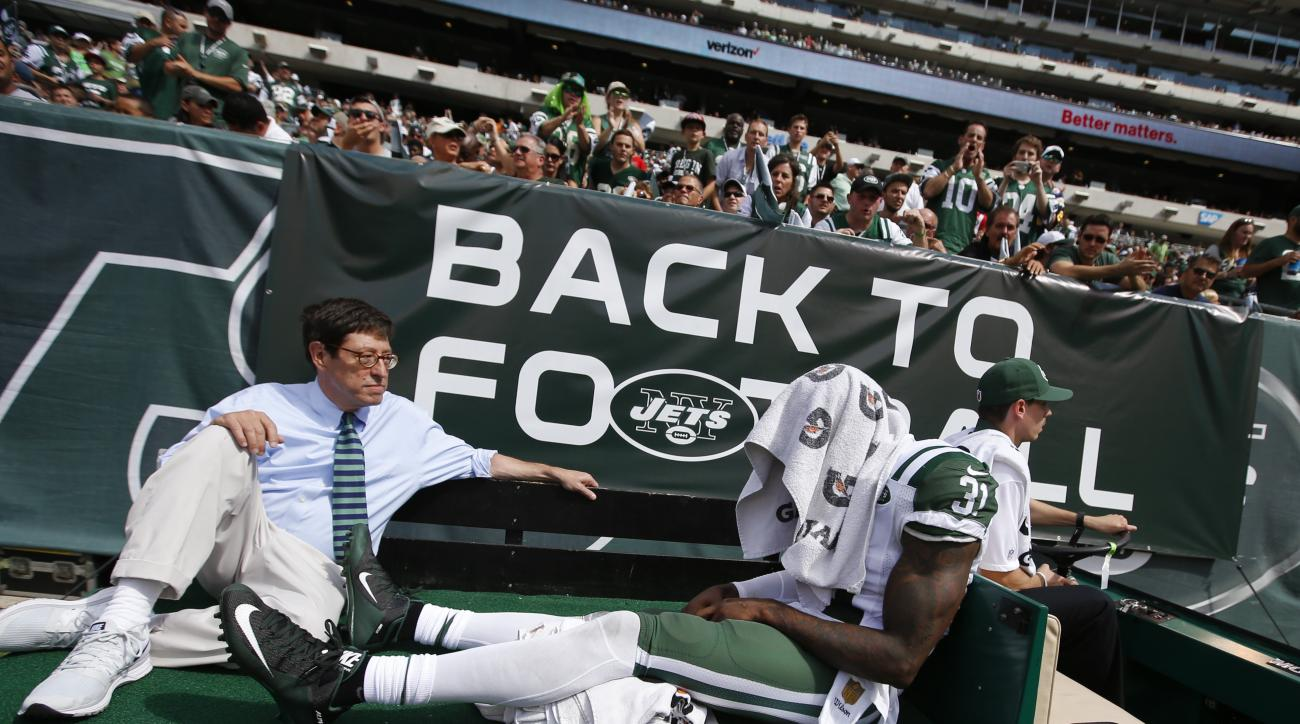 New York Jets defensive back Antonio Cromartie (31) is carted off the field after being injured during the first half of an NFL football game against the Cleveland Browns the Sunday, Sept. 13, 2015 in East Rutherford, N.J. (AP Photo/Jason DeCrow)