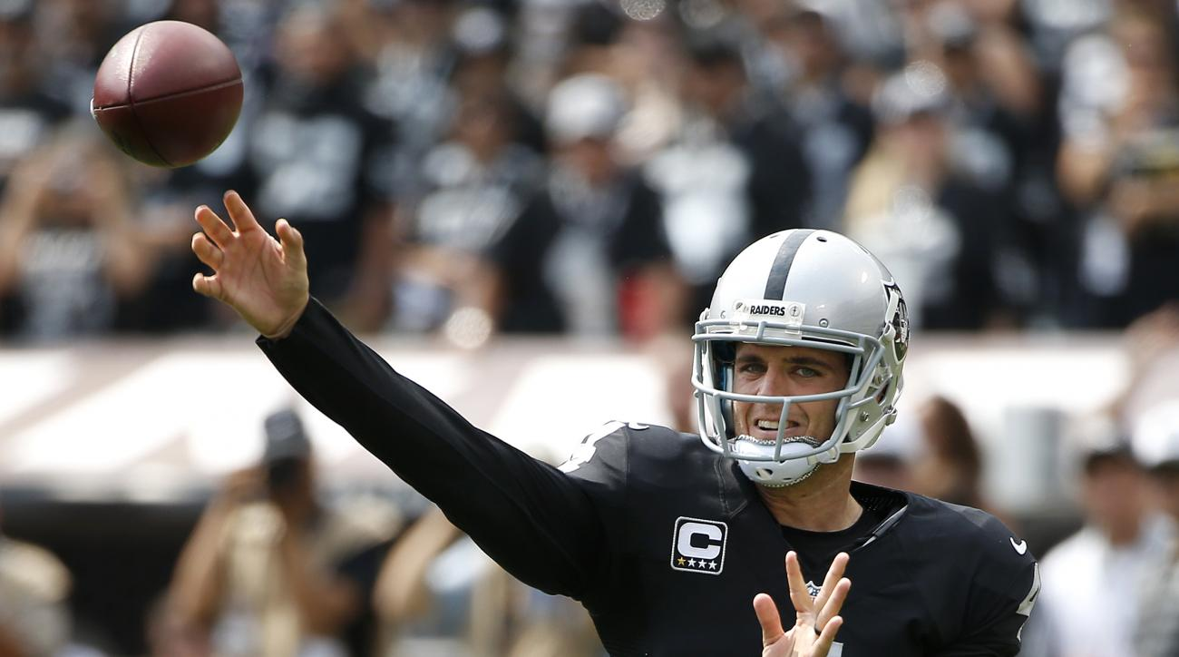 Oakland Raiders quarterback Derek Carr (4) passes against the Cincinnati Bengals during the first half of an NFL football game in Oakland, Calif., Sunday, Sept. 13, 2015. (AP Photo/Tony Avelar)