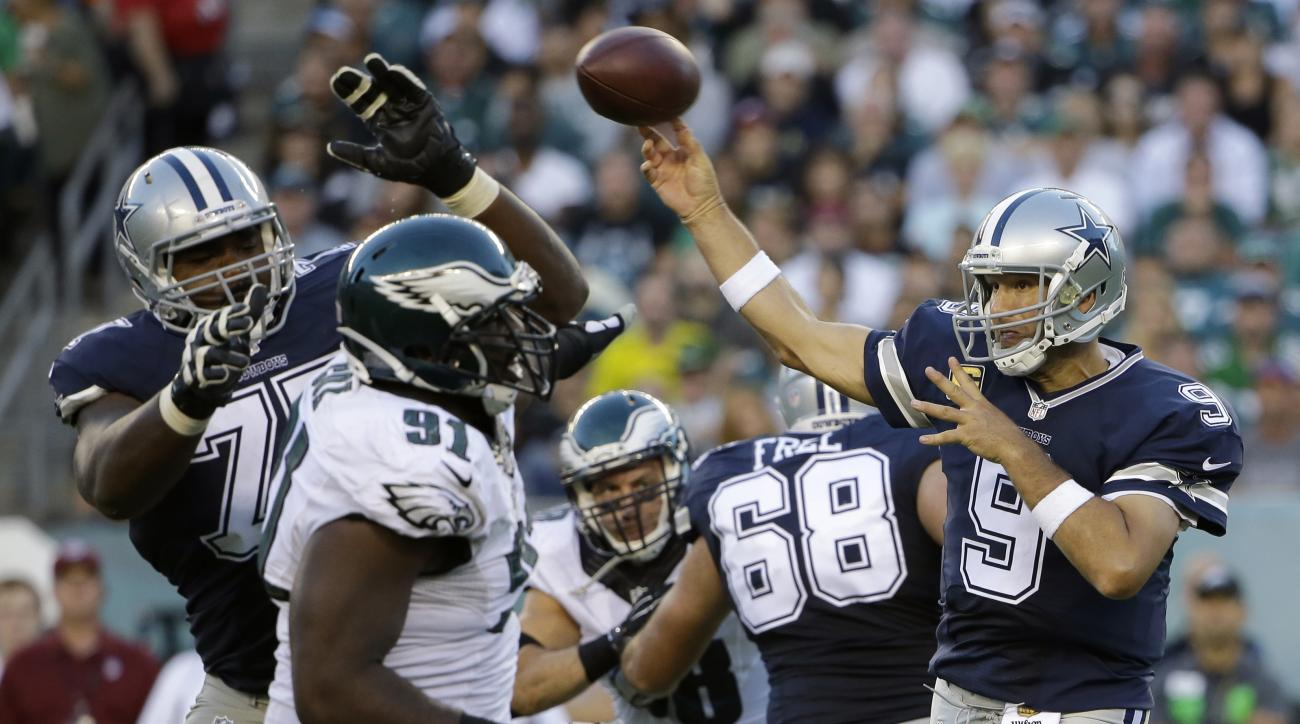 Dallas Cowboys' Tony Romo passes during the second half of an NFL football game against the Philadelphia Eagles, Sunday, Sept. 20, 2015, in Philadelphia. (AP Photo/Matt Rourke)