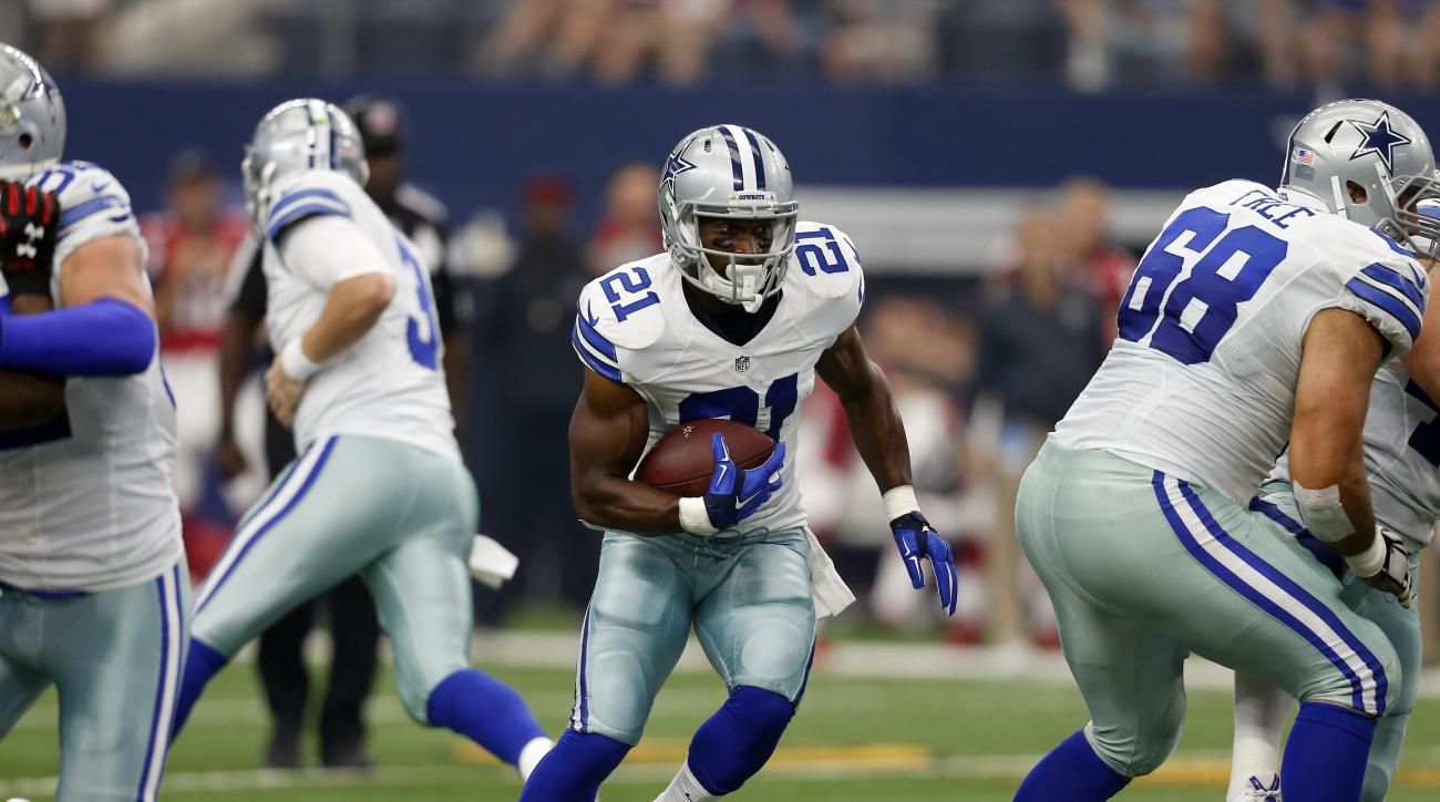 Dallas Cowboys running back Joseph Randle (21) sprints past the line of scrimmage on his way to the end zone for a touchdown against the Atlanta Falcons in the first half of an NFL football game on Sunday, Sept. 27, 2015, in Arlington, Texas. (AP Photo/Br