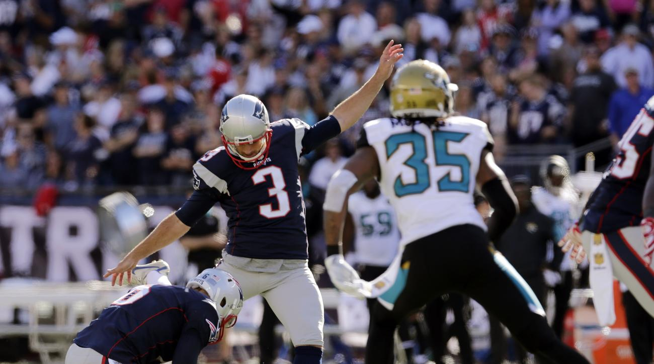 New England Patriots kicker Stephen Gostkowski (3) kicks his 423rd consecutive point after touchdown, to set a new NFL record, in the second half of an NFL football game against the Jacksonville Jaguars, Sunday, Sept. 27, 2015, in Foxborough, Mass. (AP Ph