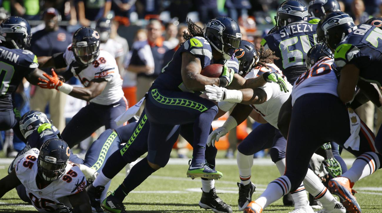 Seattle Seahawks running back Marshawn Lynch, center, rushes against the Chicago Bears in the first half of an NFL football game, Sunday, Sept. 27, 2015, in Seattle. (AP Photo/Elaine Thompson)