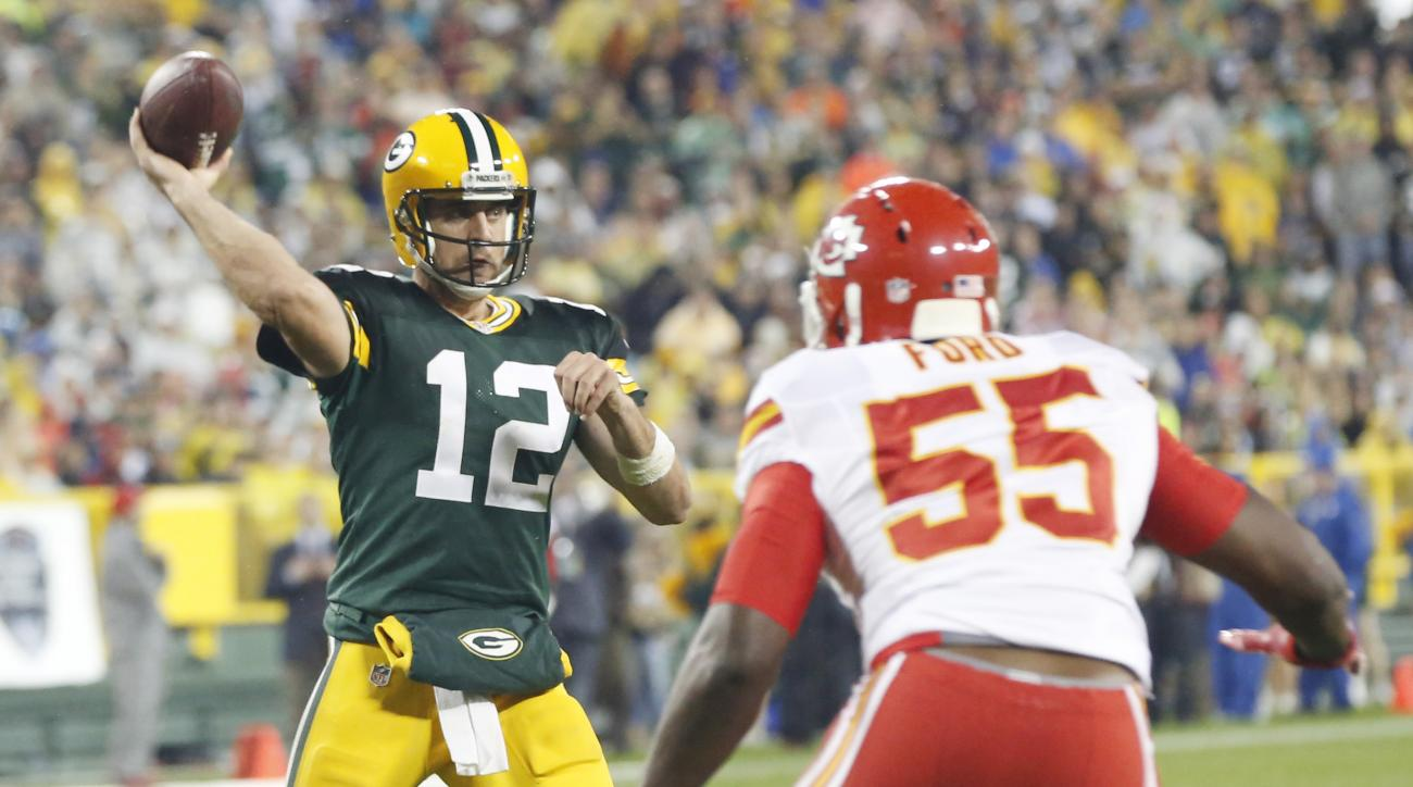 Green Bay Packers' Aaron Rodgers throws with Kansas City Chiefs' Dee Ford (55) rushing during the second half of an NFL football game Monday, Sept. 28, 2015, in Green Bay, Wis. (AP Photo/Mike Roemer)