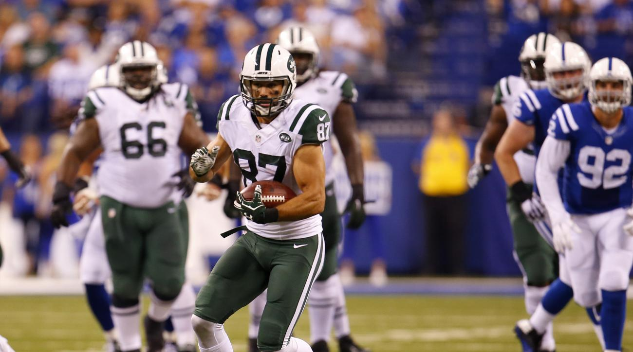 New York Jets wide receiver Eric Decker (87) runs with the ball after making a cath against the Indianapolis Colts during an NFL football game in Indianapolis, Monday, Sept. 21, 2015. (Jeff Haynes/AP Images for Panini)