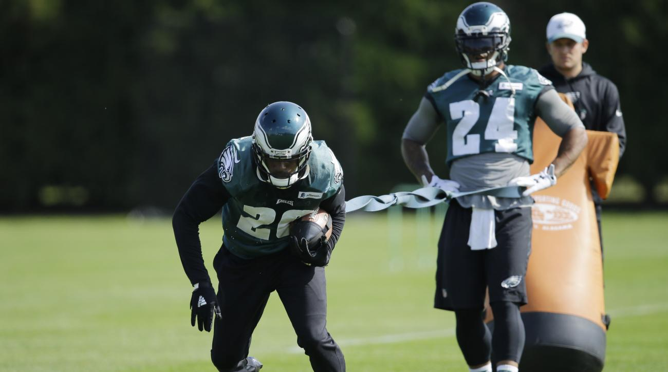 Philadelphia Eagles running back Ryan Mathews (24) and running back DeMarco Murray (29) run a drill at the NFL football team's practice facility, Thursday, Oct. 8, 2015, in Philadelphia. (AP Photo/Matt Rourke)