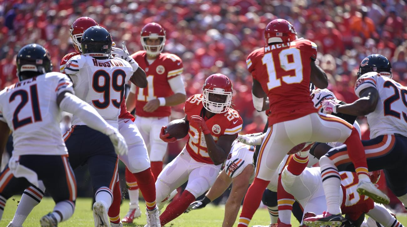 Kansas City Chiefs running back Jamaal Charles (25) runs with the ball during the first half of an NFL football game against the Chicago Bears in Kansas City, Mo., Sunday, Oct. 11, 2015. (AP Photo/Ed Zurga)