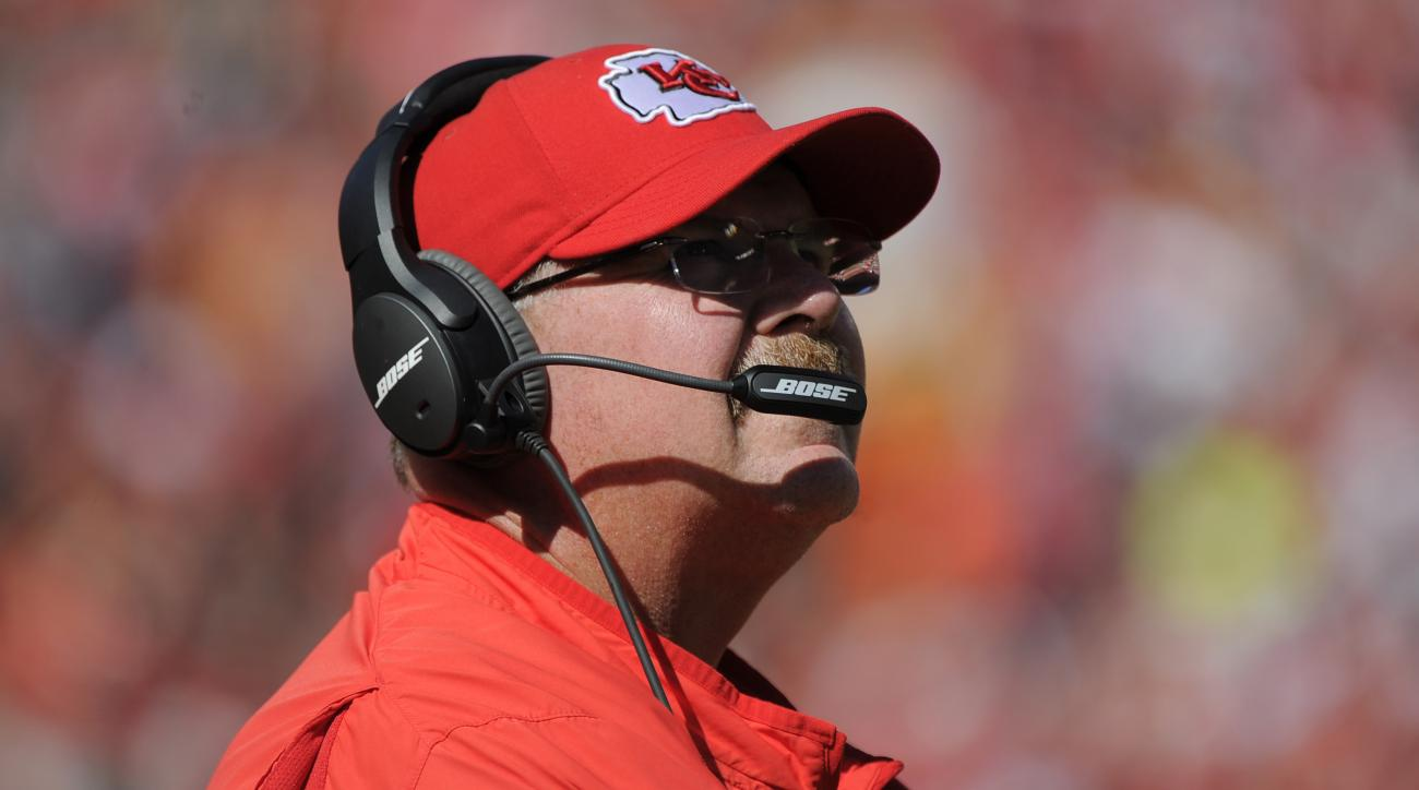 Kansas City Chiefs head coach Andy Reid looks at the scoreboard during the second half of an NFL football game against the Chicago Bears in Kansas City, Mo., Sunday, Oct. 11, 2015. (AP Photo/Ed Zurga)
