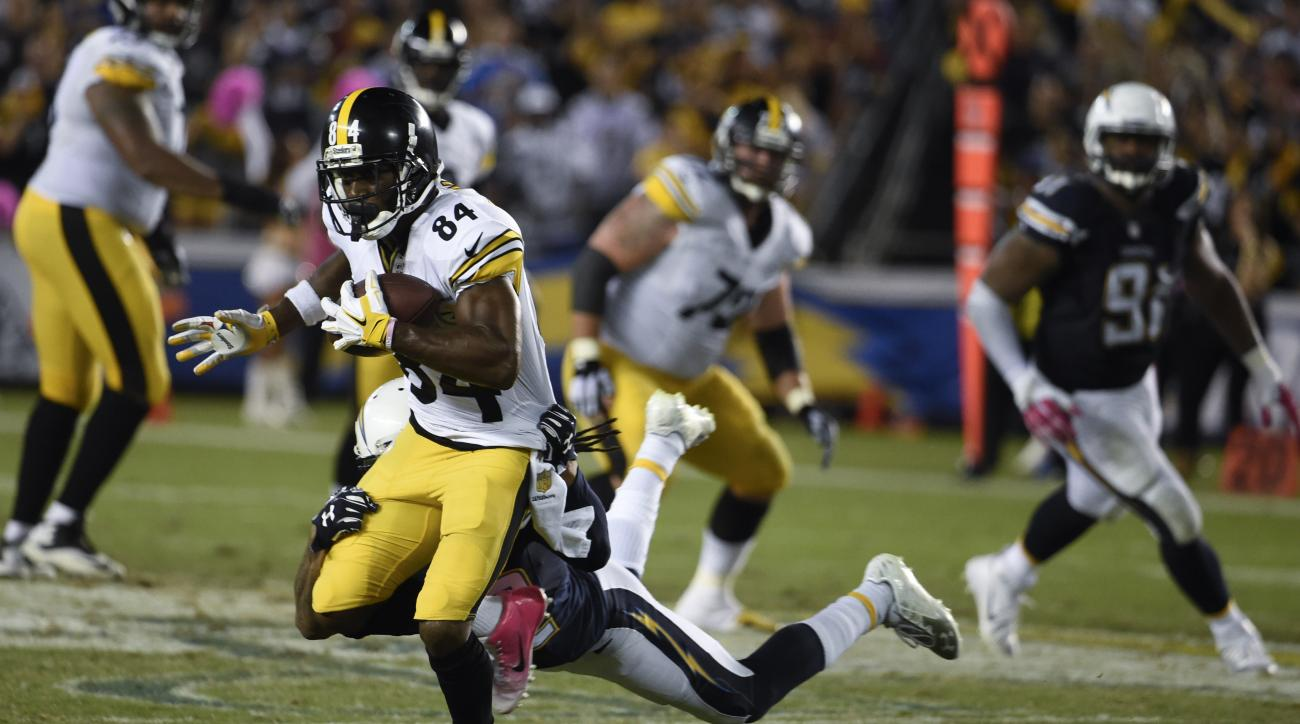 Pittsburgh Steelers wide receiver Antonio Brown (84) runs up field against the San Diego Chargers during the second half of an NFL football game Monday, Oct. 12, 2015, in San Diego. (AP Photo/Denis Poroy)