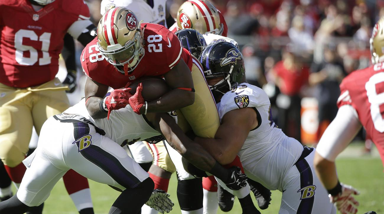 San Francisco 49ers running back Carlos Hyde (28) runs against the Baltimore Ravens during the first half of an NFL football game in Santa Clara, Calif., Sunday, Oct. 18, 2015. (AP Photo/Marcio Jose Sanchez)