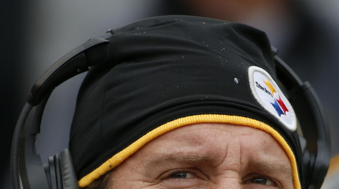 injured Pittsburgh Steelers quarterback Ben Roethlisberger (7) watches from the bench during an NFL football game against the Arizona Cardinals, Sunday, Oct. 18, 2015 in Pittsburgh. (AP Photo/Gene J. Puskar)