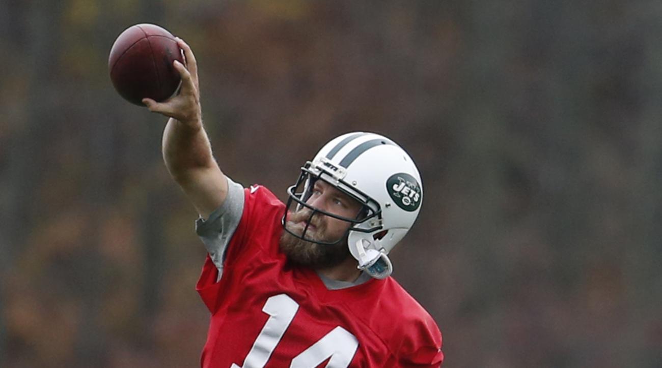 New York Jets quarterback Ryan Fitzpatrick makes a one-handed catch during NFL football practice, Thursday, Nov. 5, 2015, in Florham Park, N.J. (AP Photo/Julio Cortez)