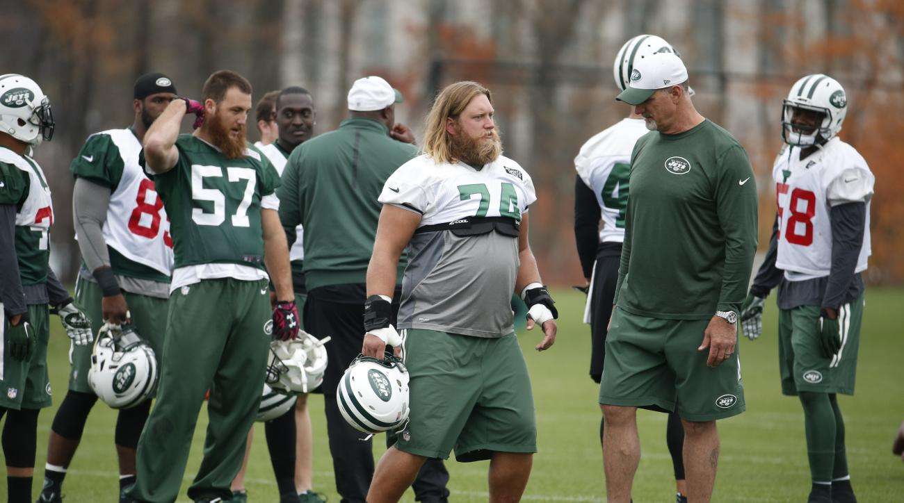 New York Jets center Nick Mangold (74) talks to assistant offensive line coach Ron Heller during NFL football practice, Thursday, Nov. 5, 2015, in Florham Park, N.J. (AP Photo/Julio Cortez)