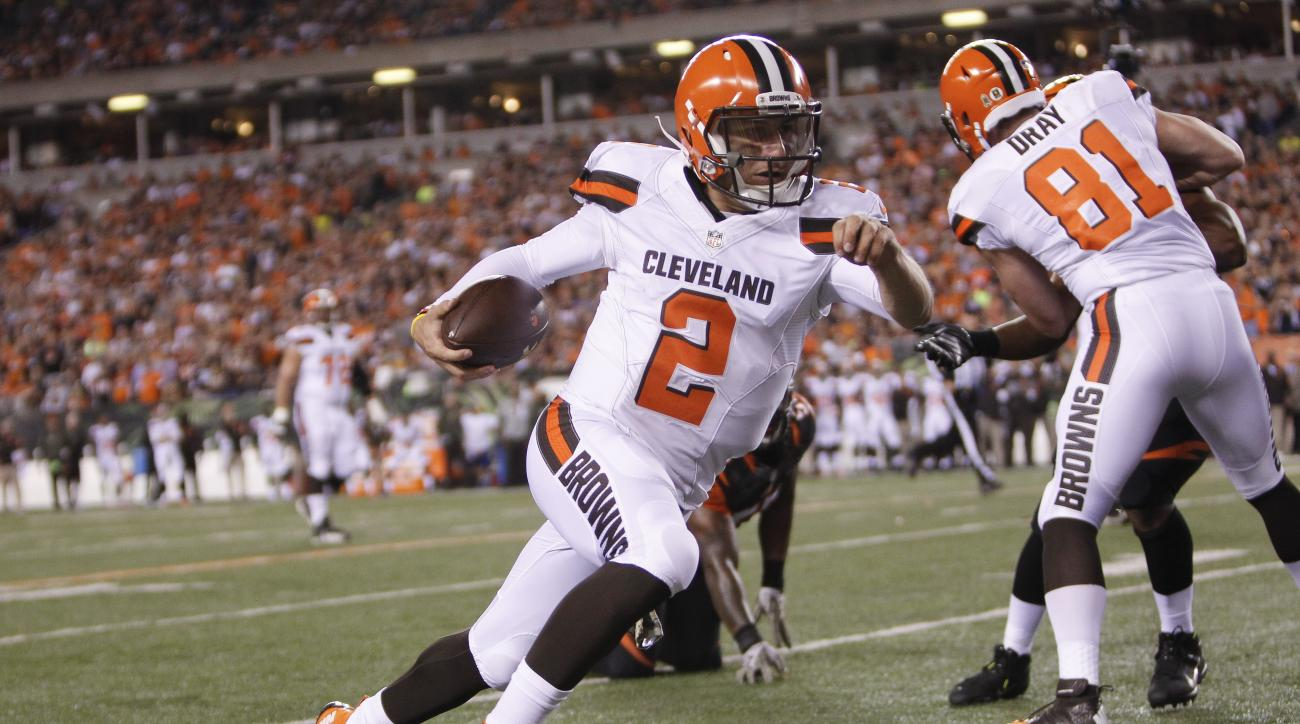 Cleveland Browns quarterback Johnny Manziel (2) runs the ball during the first half of an NFL football game against the Cincinnati Bengals, Thursday, Nov. 5, 2015, in Cincinnati. (AP Photo/Frank Victores)