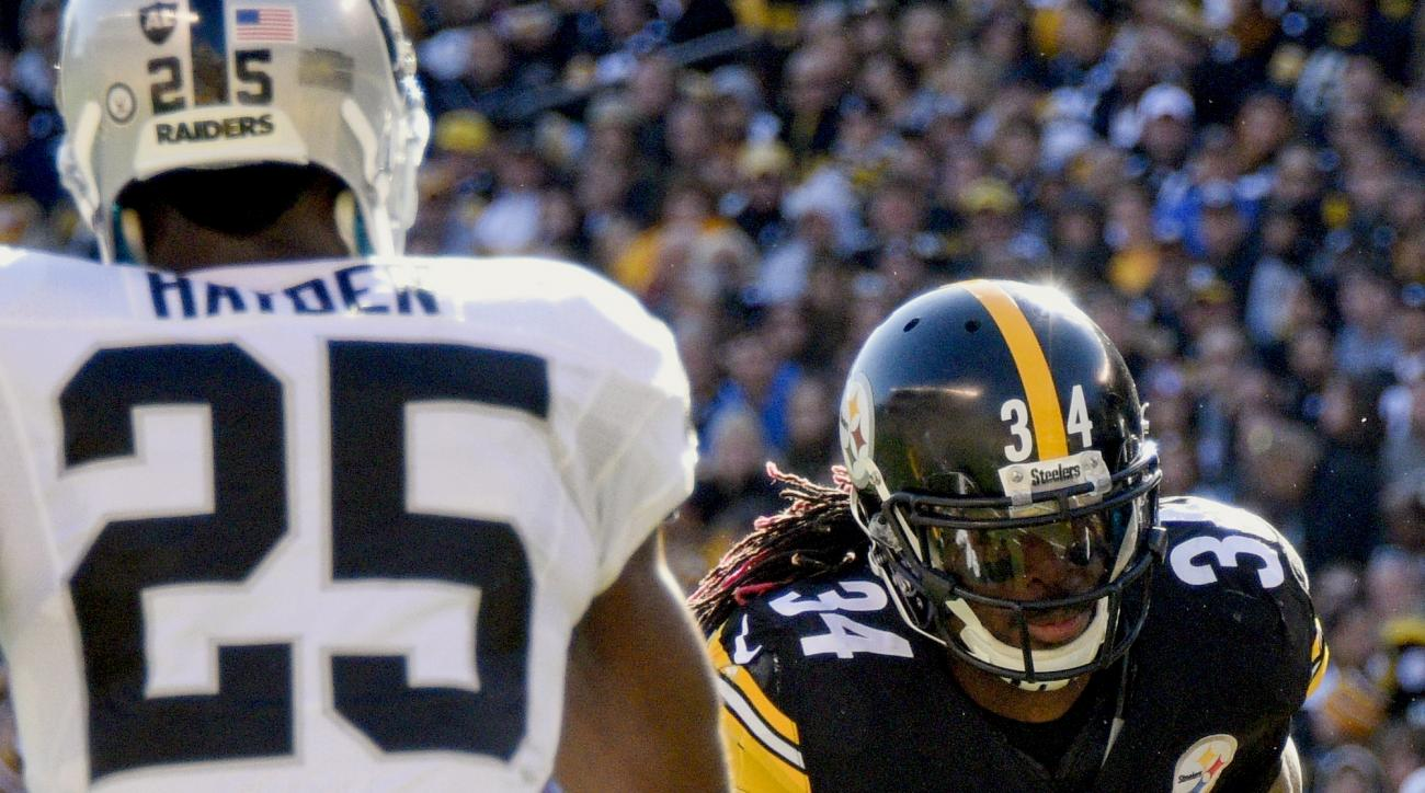Pittsburgh Steelers running back DeAngelo Williams (34) runs towards Oakland Raiders cornerback D.J. Hayden (25) on his way to a touchdown in the second half of an NFL football game, Sunday, Nov. 8, 2015, in Pittsburgh. (AP Photo/Don Wright)