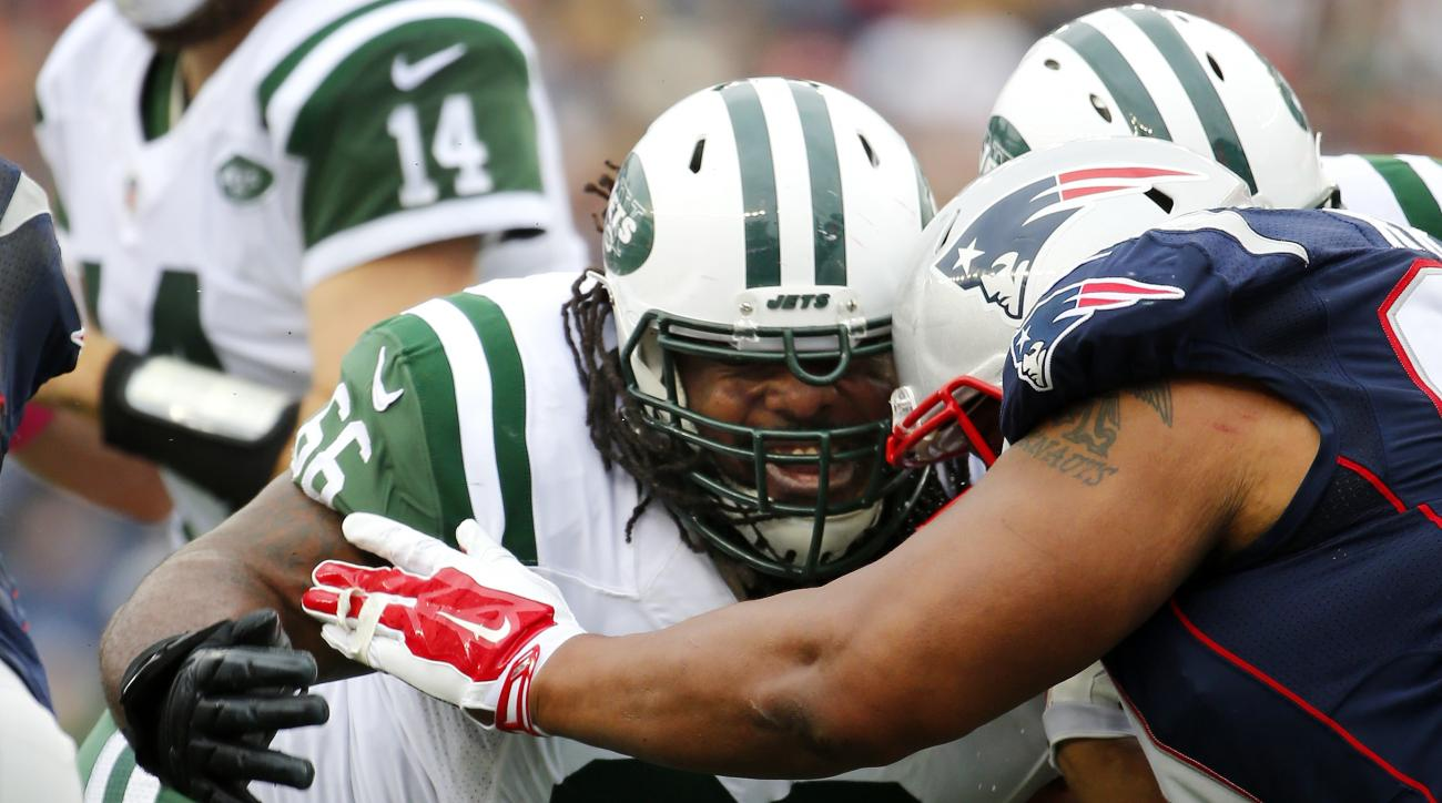 New York Jets guard Willie Colon (66) blocks against the New England Patriots during a NFL football game at Gillette Stadium in Foxborough, Mass. Sunday, Oct. 25, 2015. (Winslow Townson/AP Images for Panini)