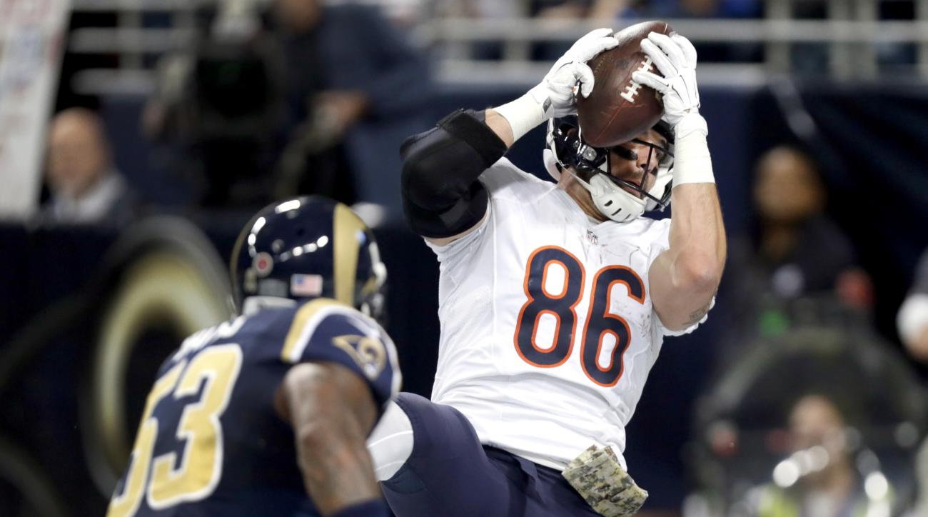 Chicago Bears tight end Zach Miller, right, catches a 2-yard touchdown pass as St. Louis Rams linebacker Daren Bates defends during the second quarter of an NFL football game Sunday, Nov. 15, 2015, in St. Louis. (AP Photo/Tom Gannam)