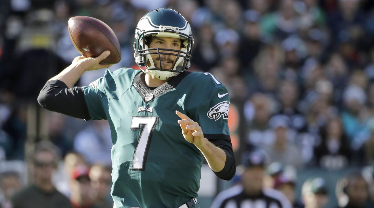 Philadelphia Eagles' Sam Bradford passes during the first half of an NFL football game against the Miami Dolphins, Sunday, Nov. 15, 2015, in Philadelphia. (AP Photo/Matt Rourke)