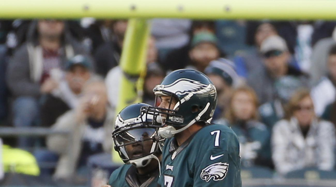 Philadelphia Eagles' Sam Bradford, right, is helped off the field during the second half of an NFL football game against the Miami Dolphins, Sunday, Nov. 15, 2015, in Philadelphia. (AP Photo/Michael Perez)