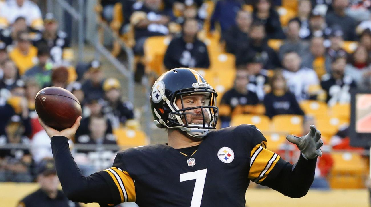 Pittsburgh Steelers quarterback Ben Roethlisberger (7) throws a pass during the fourth quarter of an NFL football game against the Pittsburgh Steelers, Sunday, Nov. 15, 2015, in Pittsburgh. The Steelers won 30-9. (AP Photo/Gene J. Puskar)