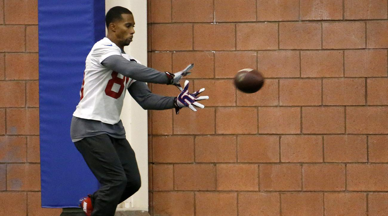 New York Giants wide receiver Victor Cruz works out during NFL football practice, Wednesday, Oct. 28, 2015, in East Rutherford, N.J. (AP Photo/Julio Cortez)