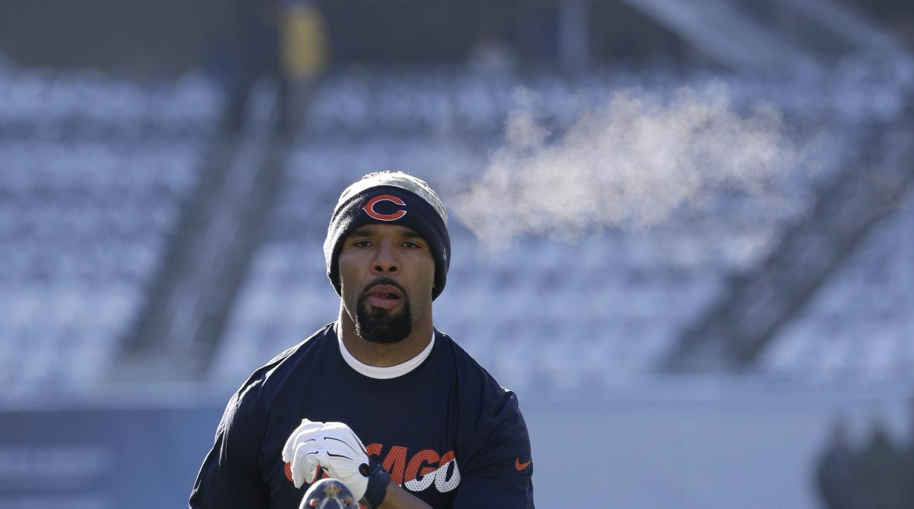 Chicago Bears running back Matt Forte warms up before an NFL football game against the Denver Broncos, Sunday, Nov. 22, 2015, in Chicago. (AP Photo/Nam Y. Huh)