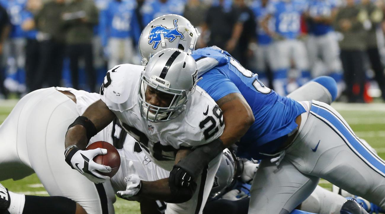 Oakland Raiders running back Latavius Murray (28) crosses the goal line for a touchdown during the second half of an NFL football game against the Detroit Lions, Sunday, Nov. 22, 2015, in Detroit. (AP Photo/Paul Sancya)