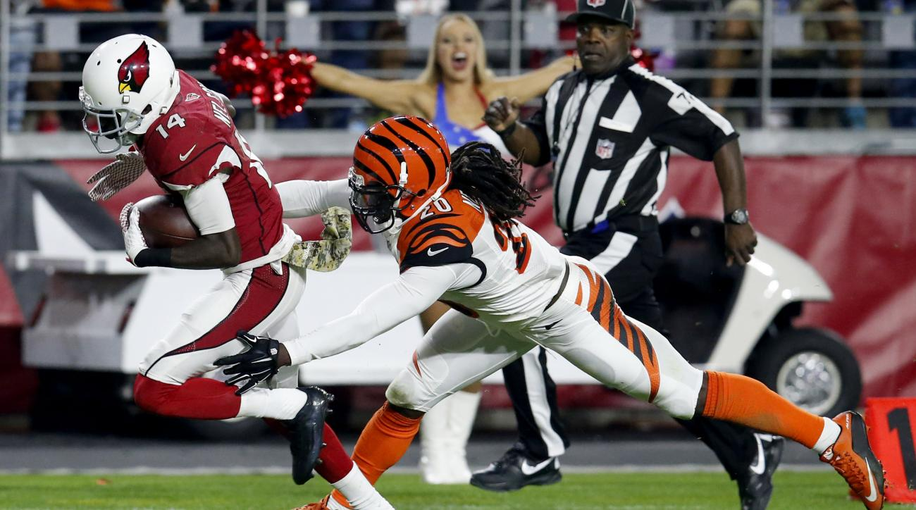 Arizona Cardinals wide receiver J.J. Nelson (14) makes a touchdown catch as Cincinnati Bengals free safety Reggie Nelson (20) defends during the second half of an NFL football game, Sunday, Nov. 22, 2015, in Glendale, Ariz. (AP Photo/Rick Scuteri)