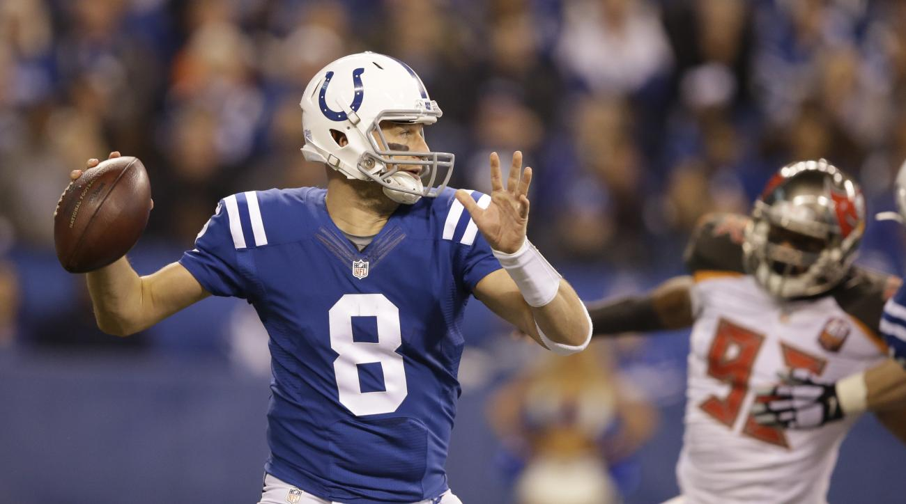Indianapolis Colts quarterback Matt Hasselbeck (8) prepares to throw against the Tampa Bay Buccaneers during the first half of an NFL football game in Indianapolis, Sunday, Nov. 29, 2015. (AP Photo/Darron Cummings)