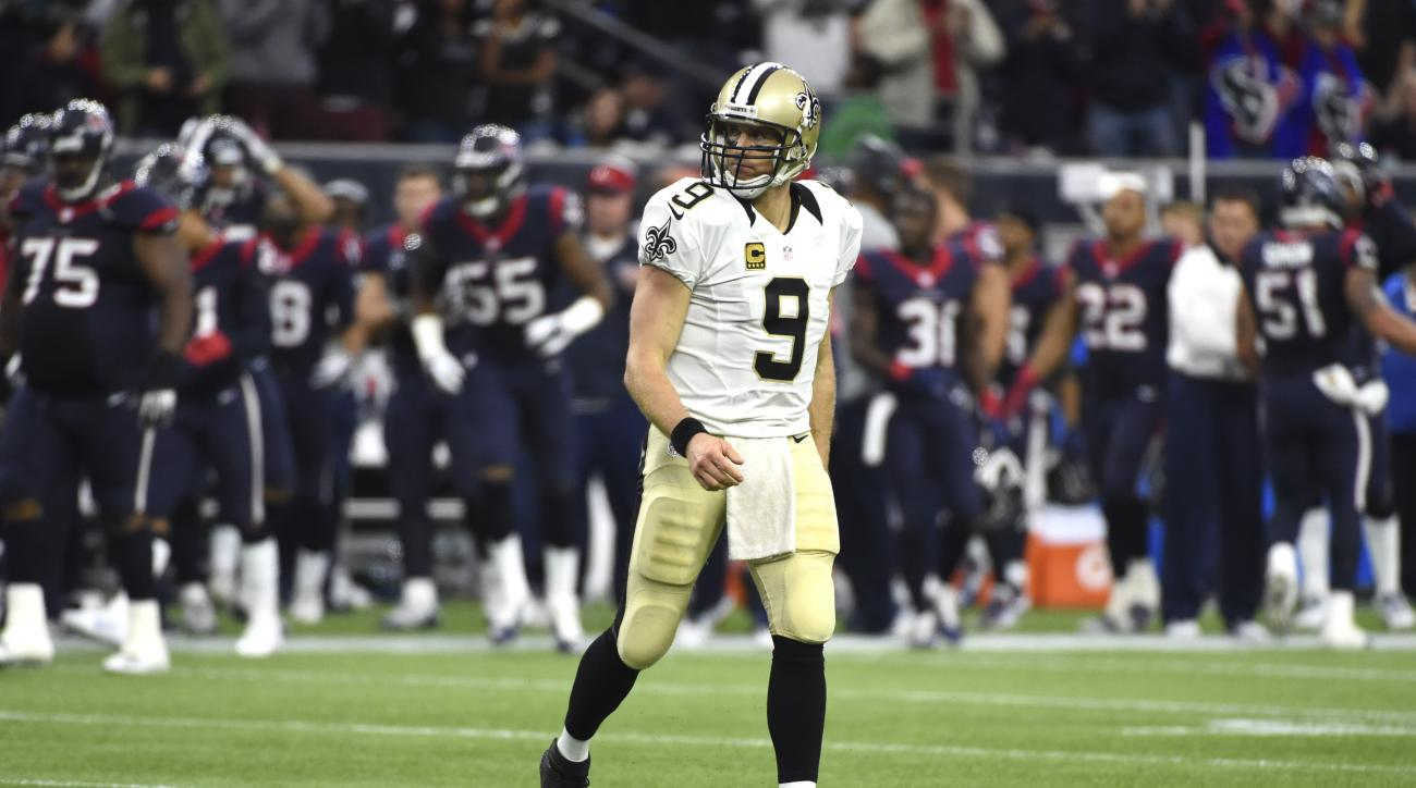 New Orleans Saints quarterback Drew Brees walks toward the bench after turning the ball over on downs to the Houston Texans during the fourth quarter of an NFL football game, Sunday, Nov. 29, 2015, in Houston. The Texans beat the Saints 24-6. (AP Photo/Er