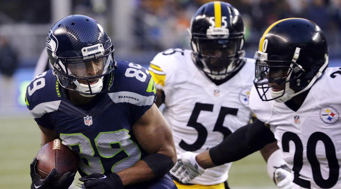 Seattle Seahawks' Doug Baldwin (89) heads in to score a touchdown as Pittsburgh Steelers Will Allen (20) and Arthur Moats (55) defend in the second half of an NFL football game, Sunday, Nov. 29, 2015, in Seattle. (AP Photo/Ted S. Warren)