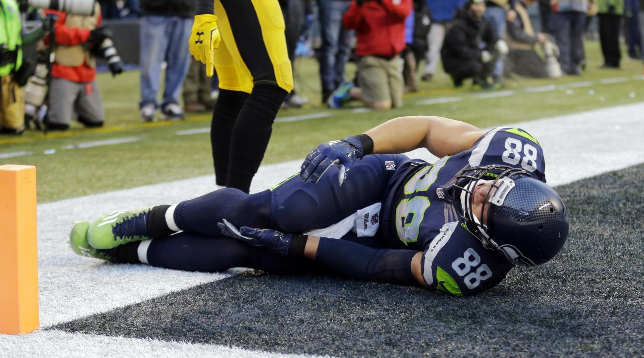 Seattle Seahawks' Jimmy Graham lies on the ground after being injured against the Pittsburgh Steelers in the second half of an NFL football game, Sunday, Nov. 29, 2015, in Seattle. (AP Photo/Ted S. Warren)