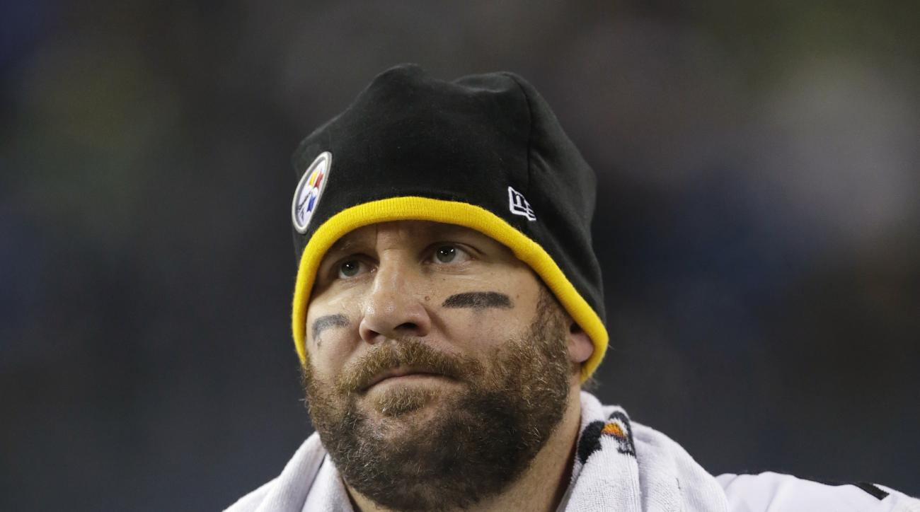 Pittsburgh Steelers quarterback Ben Roethlisberger leaves the field shortly before the end of an NFL football game against the Seattle Seahawks, Sunday, Nov. 29, 2015, in Seattle. The Seahawks won 39-30. (AP Photo/John Froschauer)