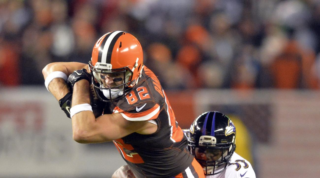 FILE - In this Nov. 30, 2015 file photo, Cleveland Browns tight end Gary Barnidge (82) runs the ball after a reception in the first half of an NFL football game against Baltimore Ravens strong safety Will Hill (33), in Cleveland. The Browns have signed br