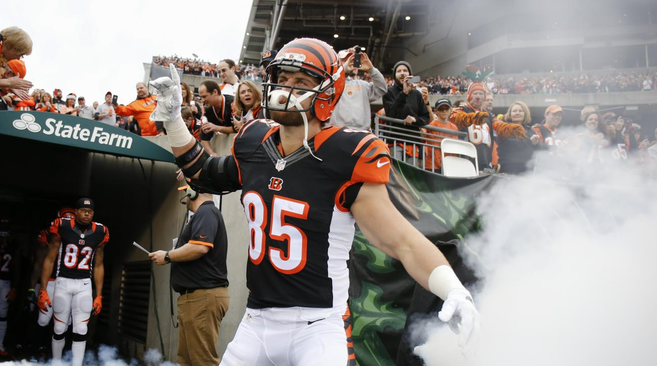 Cincinnati Bengals tight end Tyler Eifert (85) takes the field before an NFL football game against the Pittsburgh Steelers, Sunday, Dec. 13, 2015, in Cincinnati. (AP Photo/Gary Landers)