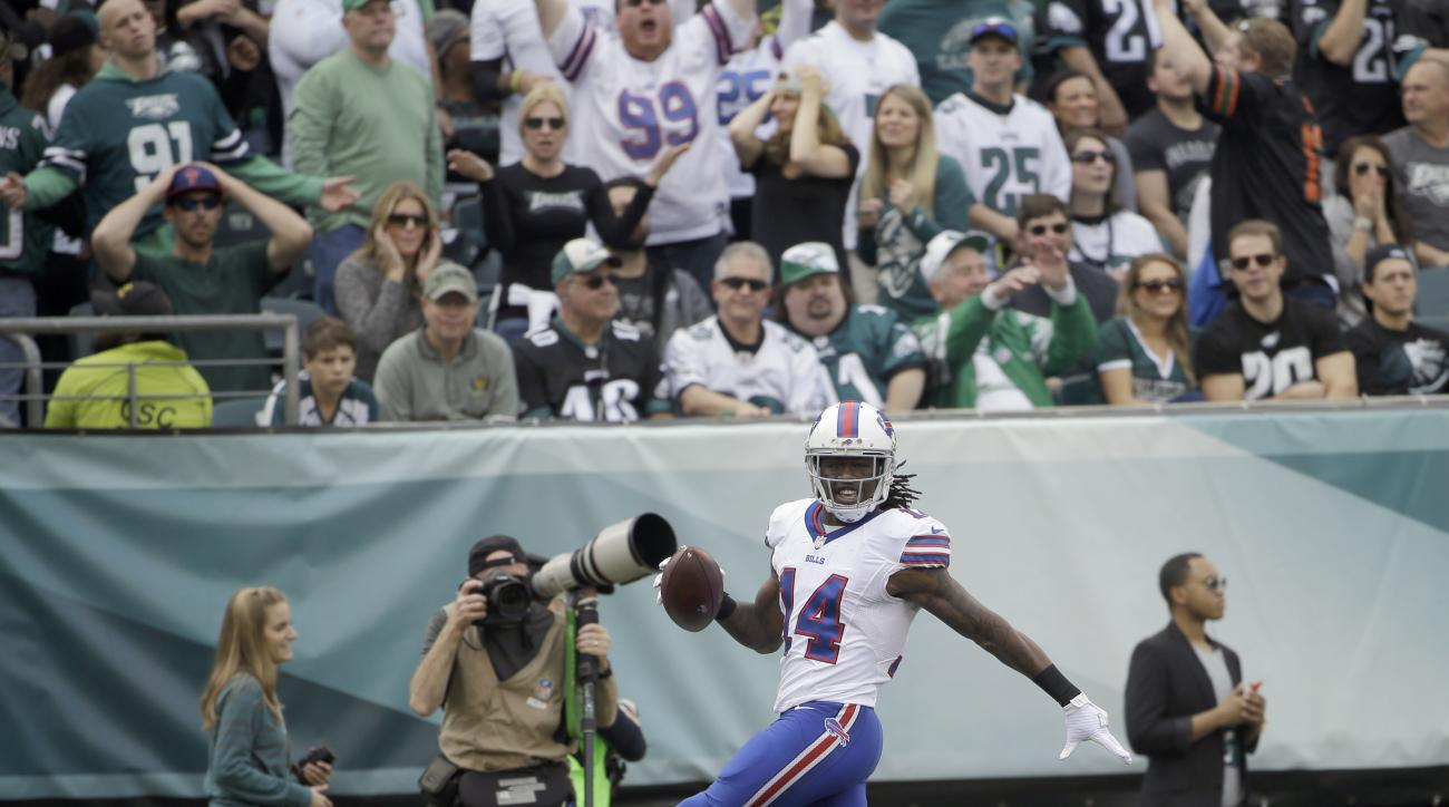 Buffalo Bills' Sammy Watkins scores a touchdown during the first half of an NFL football game against the Philadelphia Eagles, Sunday, Dec. 13, 2015, in Philadelphia. (AP Photo/Matt Rourke)