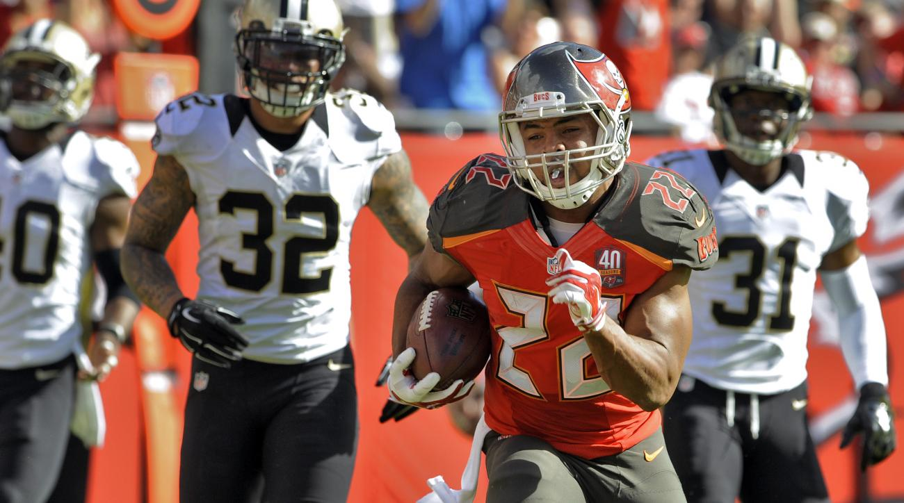 Tampa Bay Buccaneers running back Doug Martin (22) outruns the New Orleans Saints defense for a 14-yard touchdown during the second quarter of an NFL football game Sunday, Dec. 13, 2015, in Tampa, Fla. (AP Photo/Steve Nesius)