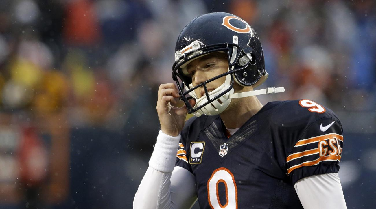 Chicago Bears kicker Robbie Gould (9) reacts after missing a field goal during the second half of an NFL football game against the Washington Redskins, Sunday, Dec. 13, 2015, in Chicago. The Redskins won 24-21. (AP Photo/Nam Y. Huh)