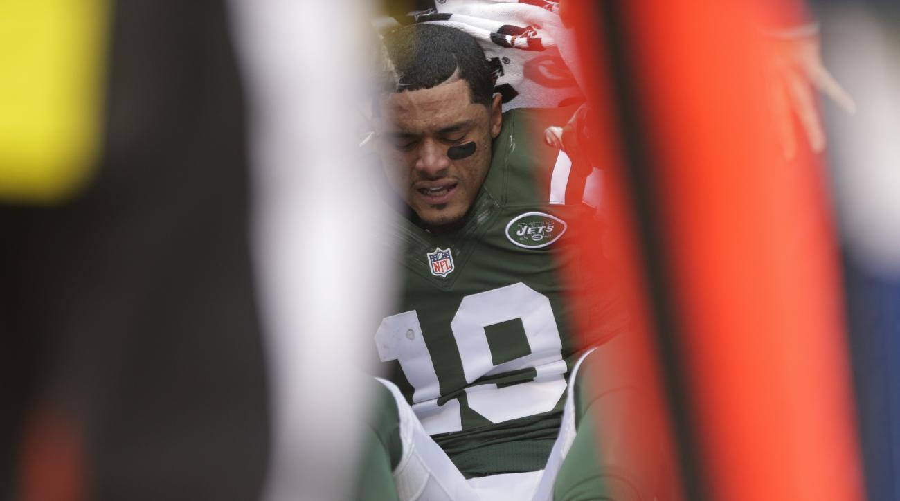 New York Jets wide receiver Devin Smith (19) is helped up after being hurt on a play during the second half of an NFL football game against the Tennessee Titans Sunday, Dec. 13, 2015, in East Rutherford, N.J.  Smith has a torn ligament in his right knee a