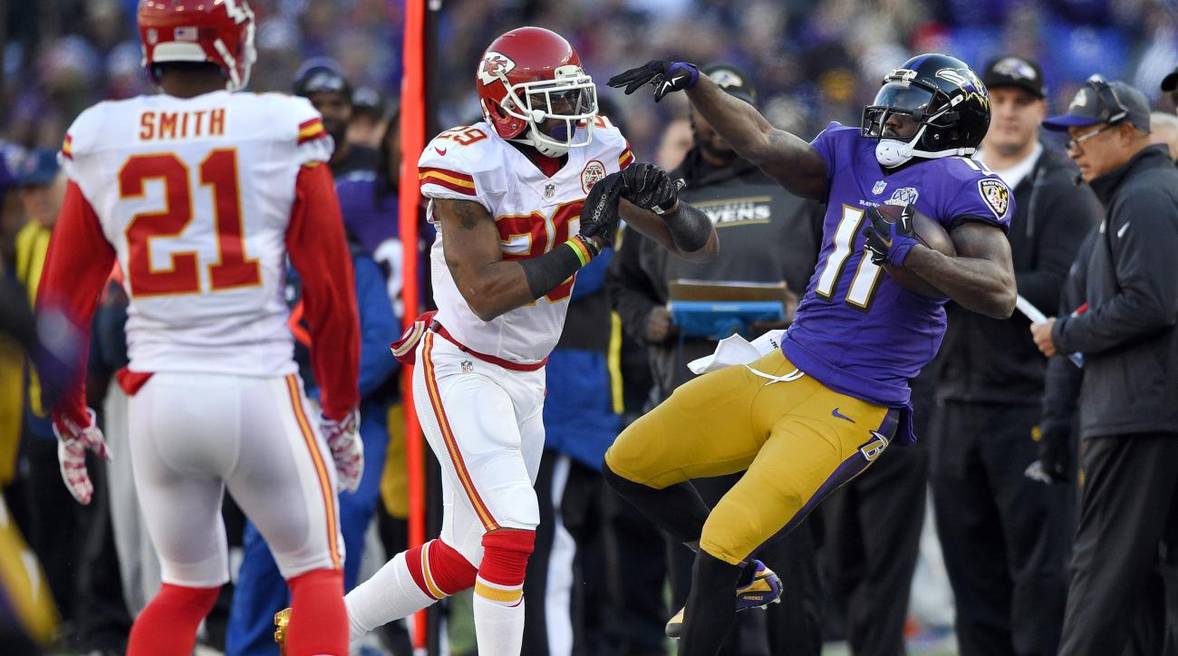 Kansas City Chiefs free safety Eric Berry, center, pushes Baltimore Ravens wide receiver Kamar Aiken out of bounds as teammate Sean Smith (21) watches in the first half of an NFL football game, Sunday, Dec. 20, 2015, in Baltimore. (AP Photo/Nick Wass)