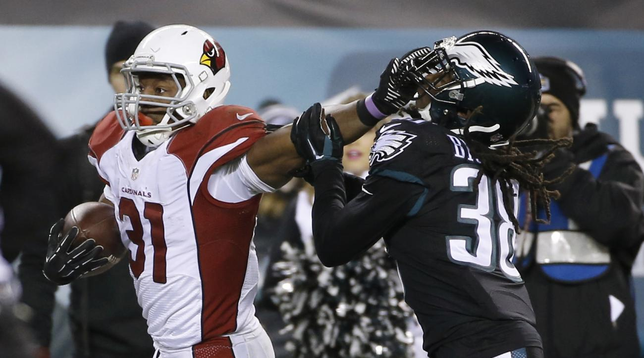 Arizona Cardinals' David Johnson, left, breaks free of Philadelphia Eagles' E.J. Biggers on a touchdown run during the first half of an NFL football game, Sunday, Dec. 20, 2015, in Philadelphia. (AP Photo/Michael Perez)