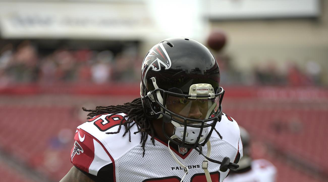 Atlanta Falcons running back Steven Jackson (39) warms up before an NFL football game against the Tampa Bay Buccaneers in Tampa, Fla., Sunday, Nov. 9, 2014.(AP Photo/Phelan M. Ebenhack)