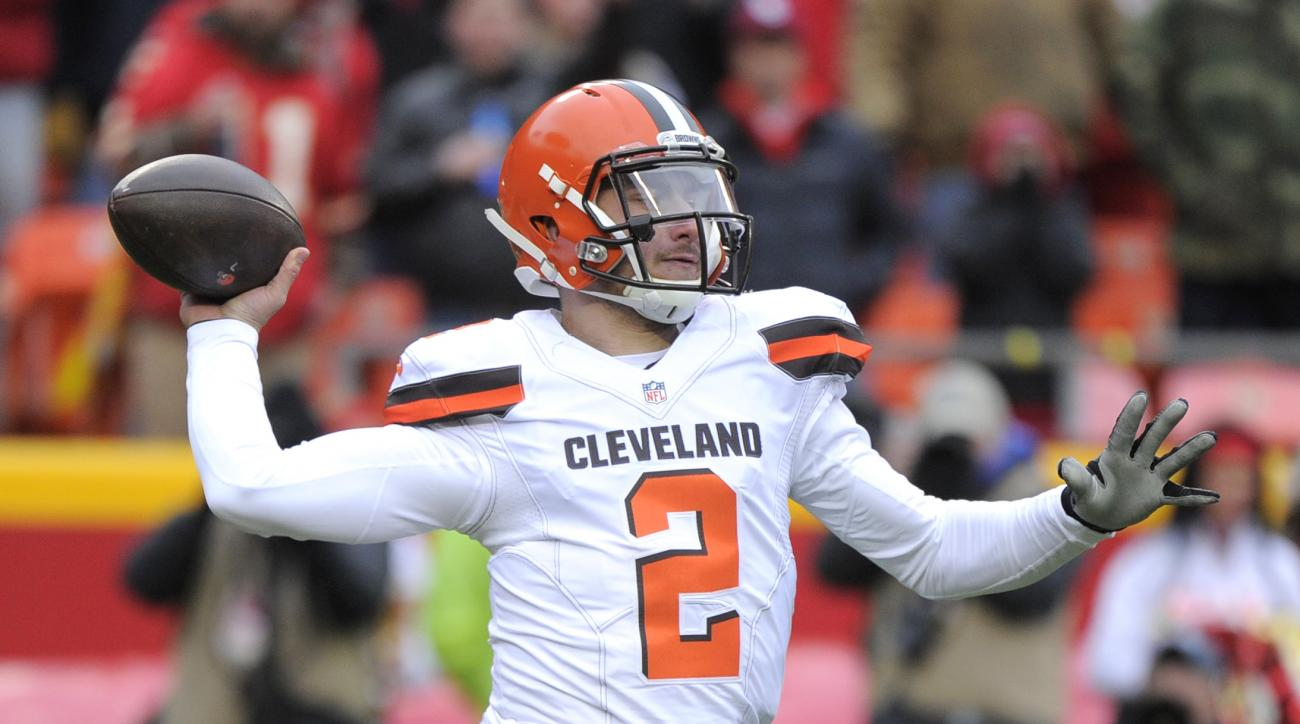 Cleveland Browns quarterback Johnny Manziel (2) throws during the first half of an NFL football game against the Kansas City Chiefs in Kansas City, Mo., Sunday, Dec. 27, 2015. (AP Photo/Ed Zurga)