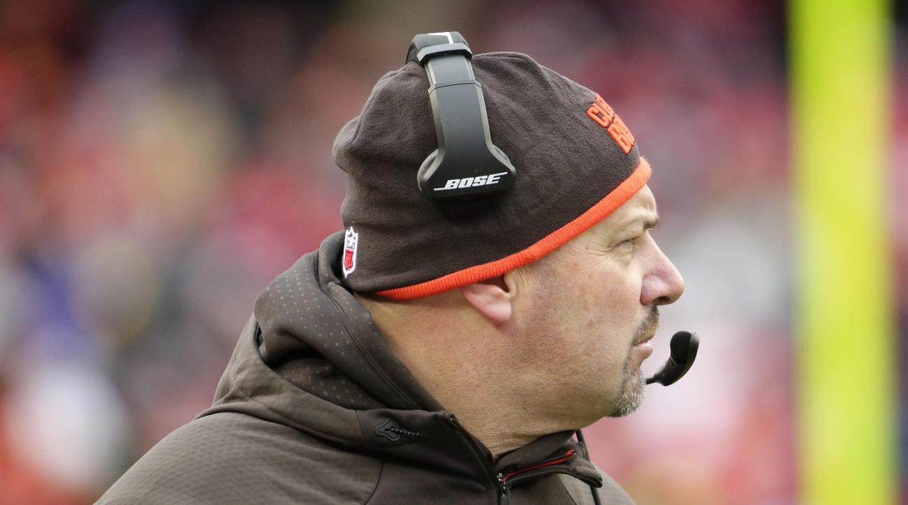 Cleveland Browns head coach Mike Pettine follows from the sideline during the first half of an NFL football game against the Kansas City Chiefs in Kansas City, Mo., Sunday, Dec. 27, 2015. (AP Photo/Charlie Riedel)