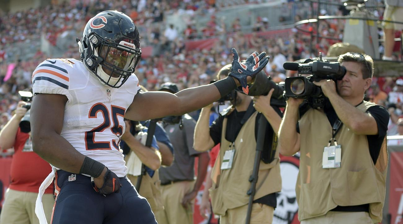 Chicago Bears running back Ka'Deem Carey (25) celebrates his 1-yard touchdown reception against the Tampa Bay Buccaneers during the fourth quarter of an NFL football game Sunday, Dec. 27, 2015, in Tampa, Fla. (AP Photo/Phelan M. Ebenhack)