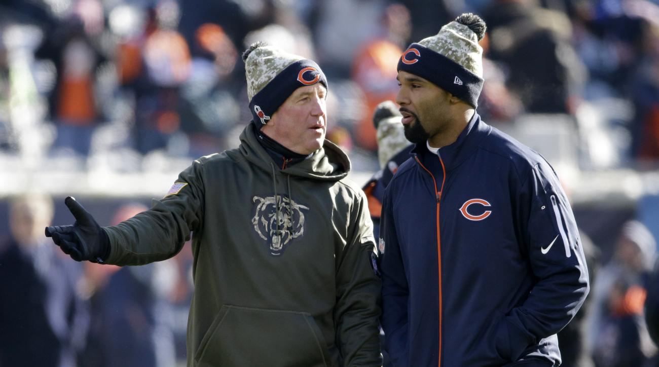 FILE- In this Nov. 22, 2015, file photo, Chicago Bears coach John Fox, left, talks to running back Matt Forte on the field before an NFL football game against the Denver Broncos in Chicago. The Bears play the Detroit Lions on Sunday, Jan. 3, 2016. (AP Pho
