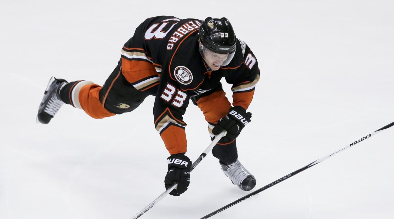 FILE - This Sunday, May 10, 2015, file photo Anaheim Ducks right wing Jakob Silfverberg plays during the first period of Game 5 in an NHL hockey second-round playoff series against the Calgary Flames in Anaheim, Calif. Silfverberg agreed to a four-year, $