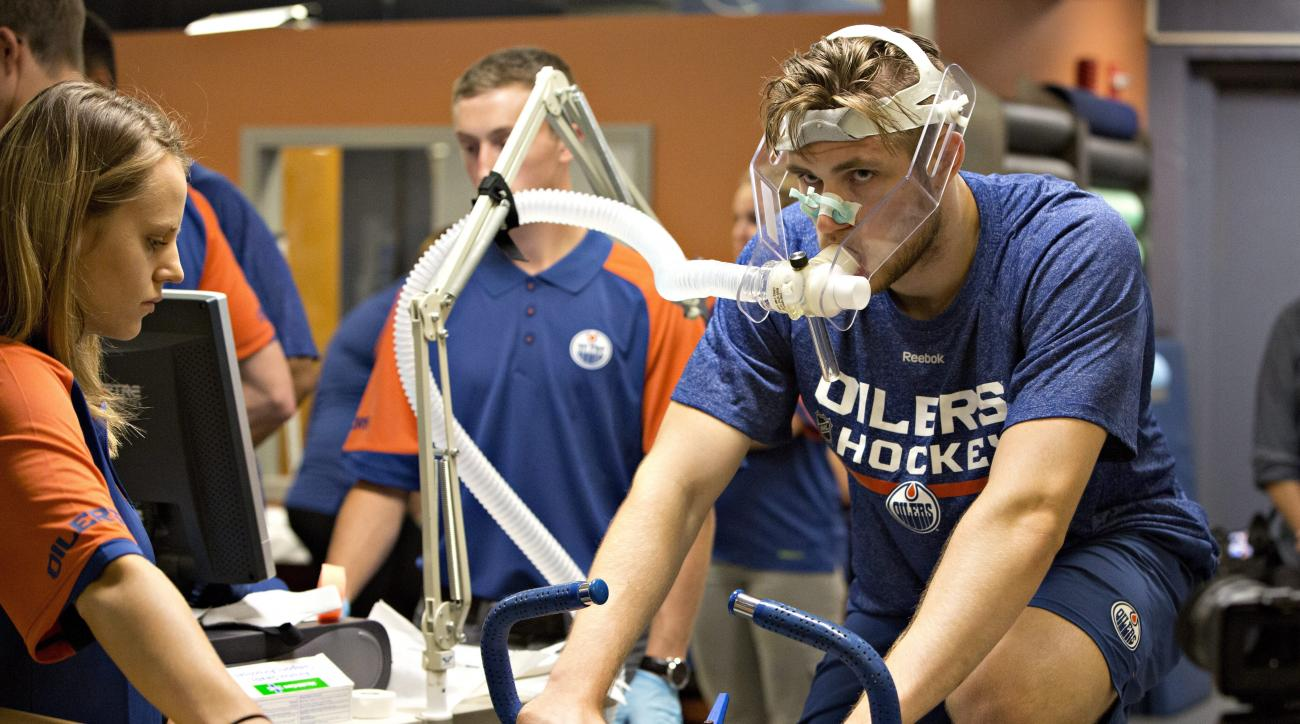 Leon Draisaitl takes part in fitness testing during Edmonton Oilers NHL hockey rookie camp in Edmonton, Alberta, Thursday, Sept. 10, 2015. (Jason Franson/The Canadian Press via AP) MANDATORY CREDIT
