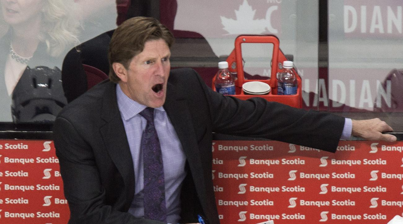 Toronto Maple Leafs head coach Mike Babcock calls out instructions from the bench during the first period of an NHL preseason hockey game against the Montreal Canadiens, Tuesday, Sept. 22, 2015, in Montreal. (Paul Chiasson/The Canadian Press via AP) MANDA