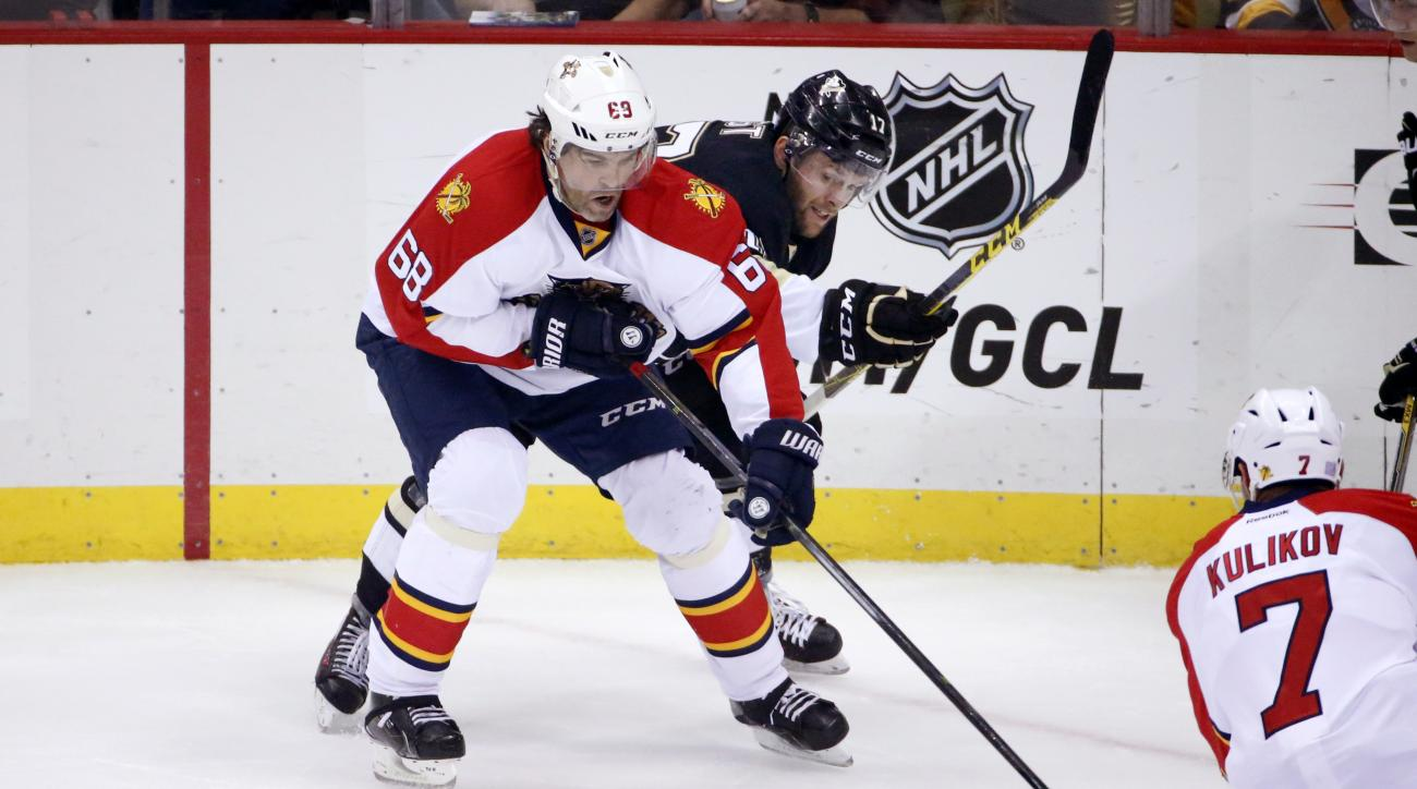 Florida Panthers' Jaromir Jagr (68) controls the puck in front of Pittsburgh Penguins' Bryan Rust (17) during the first period of an NHL hockey game in Pittsburgh Tuesday, Oct. 20, 2015.(AP Photo/Gene J. Puskar)